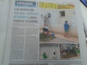 Voluntarios pintan el colegio de Navajas
